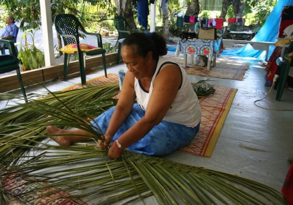 Tokoa, the Mayor's wife weaving on her verandah